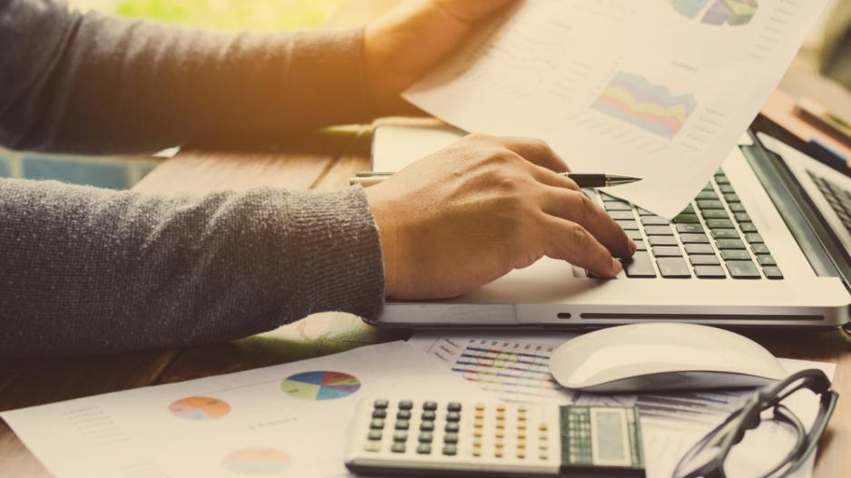 What are the Differences Between Financial Accounting and Management Accounting?